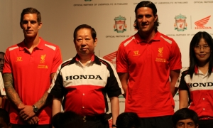 Agger and Kelly meet Thai fans