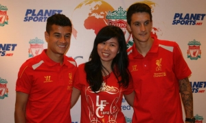 Coutinho and Alberto meet fans at launch of new LFC online store